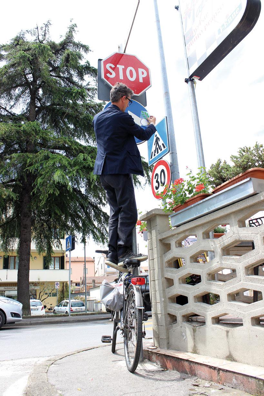 Clet-Agliana-2015-StreetArt