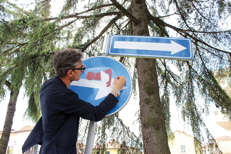 Clet-Agliana-Pistoia-StreetArt-2015